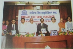 Ven.-Jivanananda-seen-with-recipent-of-Prizes-at-a-functon-of-Chittagong-UNESCO-CLUB